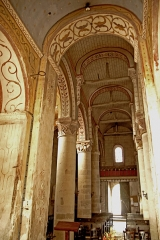 Eglise Saint-Gervais Saint-Protais - Deutsch: Civaux, Kirche, Mittelschiff zur Fassade