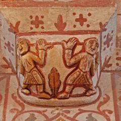 Eglise Saint-Gervais Saint-Protais - Deutsch: Civaux, Kirchge, Kapitell mit Atlanten