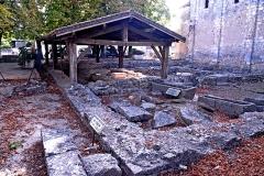 Terrain de fouilles archéologiques - Deutsch: Civaux, Baptisterium, im ehem.fanum, NW-Ecke