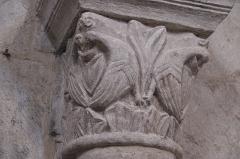 Eglise Saint-Jean-Baptiste - Deutsch: Katholische Kirche Saint-Jean-Baptiste in Jazeneuil im Département Vienne (Nouvelle-Aquitaine/Frankreich), Innenraum, Kapitell
