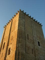 Château et église Notre-Dame -  Façade est et sud du Donjon de Moncontour.
