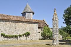 Lanterne des Morts de Moussac - Français:   Lanterne des morts et chapelle de Moussac (Montmorillon, Vienne)