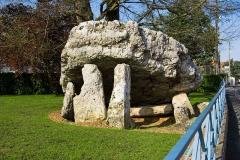 Dolmen dit La Pierre-Levée -  La Pierre Levée, Poitiers