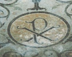 Eglise Saint-Jean de Montierneuf -  Date: 24 juin vers 13h00 Source: photo personnelle d'archeos  Description: Mosaïque représentant un Chrisme dans le chœur de l'église Saint-Jean de Montierneuf Licence: