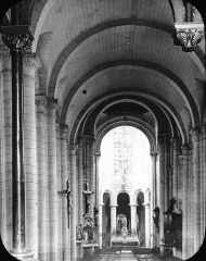 Eglise Saint-Jean de Montierneuf -  Church of Montierneuf, Poitiers, France, 1903. [Church of Montierneuf. Poitiers nave]. Brooklyn Museum Archives, Goodyear Archival Collection (S03_06_01_003 image 909). Help us map this image by using Suggestify to suggest a location for it.