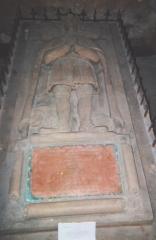 Eglise Saint-Jean de Montierneuf - gisant ornant le cénotaphe de Guillaume VIII de Poitiers (nommé Guillaume VII par erreur), exposé dans l'église Saint-Jean de Montierneuf, à Poitiers. Ce gisant fut en partie détruit à la Révolution, puis restauré par l'abbé Sabourin, qui obtint pour cela des fonds de Louis XVIII. Le duc est représenté un lion à ses pieds.