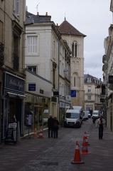 Eglise Saint-Porchaire - Français:   La rue Gambetta à Poitiers, avec l\'église Saint-Porchaire.