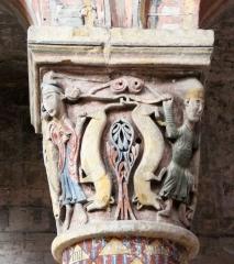Eglise Sainte-Radegonde - Daniel léché par les lions. Chapiteau dans le choeur de l'église Sainte-Radegonde à Poitiers.