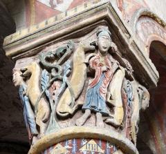 Eglise Sainte-Radegonde - Daniel avec les lions. Chapiteau dans le choeur de l'église Sainte-Radegonde à Poitiers.