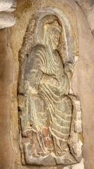 Eglise Sainte-Radegonde - Relief de femme dans le porche de l'église Sainte-Radegonde à Poitiers.