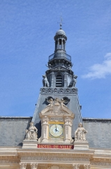 Hôtel de ville - Français:   Détail de l\'horloge et du clocher de l\'hôtel de ville de Poitiers.