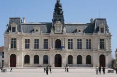 Hôtel de ville - Français:   Façade rénovée