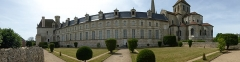 Ancienne abbaye - English: Panoramic view of the Abbey from the garden