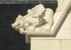 Manoir de Champdoiseau - Français:   Manoir de Champdoiseau - détail Chimere - lucarne sud