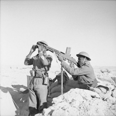 Manufacture d'armes, actuellement Musée de l'automobile - English: Allied Forces in North Africa 1942  French Colonial troops man a machine gun post in a forward part of the line, 16 February 1942.