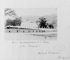 Hôtel de la Préfecture -  L'hôtel du gouvernement à Saint-Denis avant 1885.