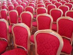 Hôtel de ville -  Photo des chaises de la salle d'apparât de l'hôtel de ville de Saint-Denis de la Réunion.