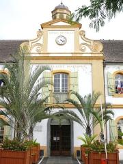 Hôtel de ville - Français:   Saint-Pierre (La Réunion) - Hôtel de ville - Entrée