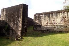 Fort Saint-Charles, Fort Richepance ou Fort Delgrès, puis laboratoire de vulcanologie - Traverses de défilement du Fort Louis Delgrès de Basse-Terre en Guadeloupe.