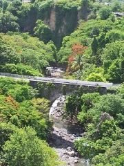 Pont sur le Galion - English:   View of the river Galion and the Galion Bridge at Fort Delgrès, Basse-Terre, Guadeloupe