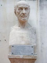 Musée Schoelcher - English: Bust of Victor Schœlcher, garden of the Schœlcher Museum, Pointe-à-Pitre, Guadeloupe