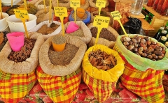 Marché central couvert - English: Spices on sale at the St. Antoine market in Guadeloupe