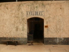 Iles du Salut - îles Royale, Saint-Joseph et du Diable - English: Entrance of the cellblock building. Royale Island, French Guiana.