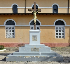 Cathédrale Saint-Sauveur - English:   French Guiana, Cayenne cathedral: memorial commemorating the abolition of slavery in 1848. The memorial was erected in 1948 and restaured in 2008.
