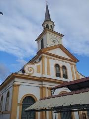 Église paroissiale Saint-Jacques - Français:   Façade de l\'église St jacques au Carbet (Martinique)