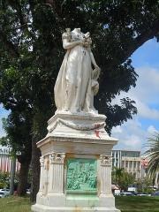 Statue de l'Impératrice Joséphine, située sur la savane - Français:   Statue de l\'impératrice Joséphine, place de la Savane, Fort-de-France, Martinique.