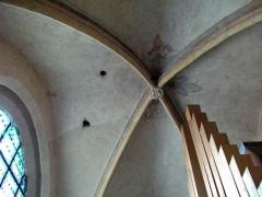 Eglise - Français:   décoration au dessus de l\'orgue.