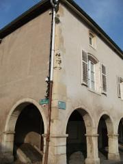 Maison avec statue de la Vierge -