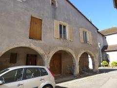 Maison avec statue de la Vierge - Français:   Maison à arcades rue de l\'Église à Liverdun.