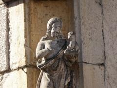 Maison avec statue de la Vierge - Français:   Détail d\'une statuette en pierre à l\'angle d\'une maison située place de la Fontaine (rue du Fournil) à Liverdun, figurant saint Jean-Baptiste.