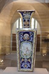 Domaine du château - Vase à décor renaissance, Faïence de Saint-Clément, vers 1880.  Collection du musée du château de Lunéville
