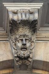 Bourse des Marchands - Français:   Mascaron sur la Bourse des marchands de Nancy (maintenant Tribunal de Commerce).