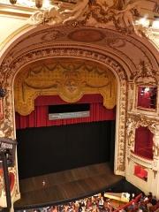 Opéra - théâtre - Vue sur la scène de l'Opéra national de Lorraine avec l'orchestre symphonique et lyrique de Nancy, en fosse.