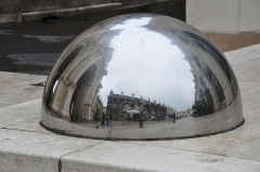 Place Stanislas - English: Convex mirror in Nancy (France), reflecting Stanislas square.