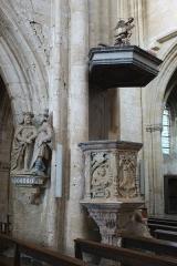 Eglise Notre-Dame - Basilique Notre-Dame d'Avioth, France. Chaire de vérité