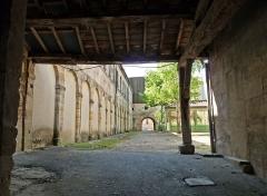Maison - Ilot de la Halle avec passages couverts à Bar-le-Duc (Meuse), 3 et 3bis, place de la Halle. Classement aux Monuments historiques en 1993.