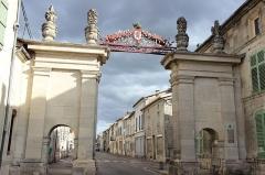 Porte de Ville dite Porte Dauphine ou Porte de France. - Français:   La Porte de France
