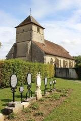 Eglise Saint-Martin - Français:   L\'église Saint-Martin et le cimetière.