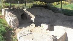 Aqueduc gallo-romain (également sur commune de Jouy-aux-Arches) - English: Remains of a basin in the Roman aqueduct near Ars-sur-Moselle in France, built in the 2nd century