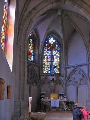 Ancienne abbaye Sainte-Croix - Deutsch: Seitenschiff mit Tabernakel und Taufbecken in Bouzonville
