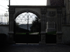 Eglise de Morlange - English: The gate of Morlange's church, in Fameck, Moselle, France.