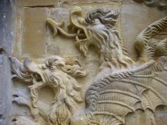 Ancien palais abbatial - Palais abbatial de Gorze (Moselle, France). Relief sur l'escalier sud: détail des dragons