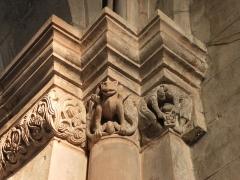 Abbaye - Français:   Frise romane, droite de la nef côté de l\'entrée, église abbatiale de Hesse, Moselle, France.