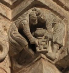 Abbaye - Français:   Frise sculptée romane à droite de la nef, église abbatiale de Hesse, Moselle, France. Détail de deux personnages jouant aux dés.