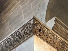 Abbaye - Français:   Angle de la frise romane, église abbatiale de Hesse, Moselle, France.