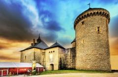 Ruines du château de Mensberg, dit aussi château de Malbrouck - Français:   Le château de Malbrouck  se situe dans la commune de Manderen en Moselle.